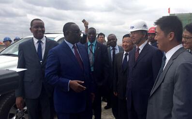 驻肯尼亚大使刘显法陪同塞内加尔总统萨勒考察蒙内铁路项目