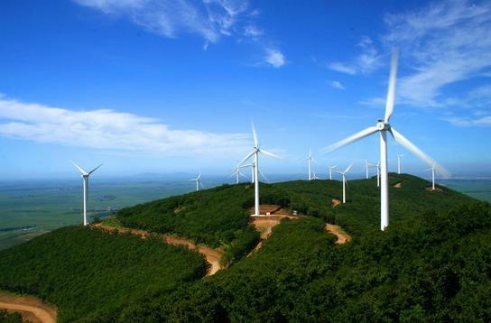 联合动力南非项目首台风机完成吊装
